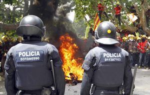 Cataluña blinda el audi de Mas pero no pagará los chalecos a los Mossos