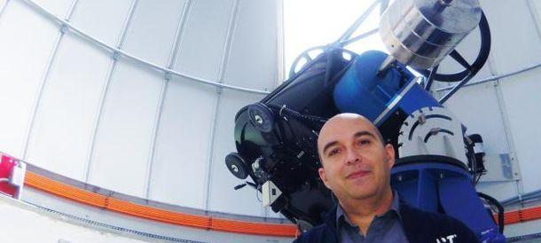 Foto: José Vicente Díaz, en el observatorio de Aras de los Olmos (Diario 'Levante')