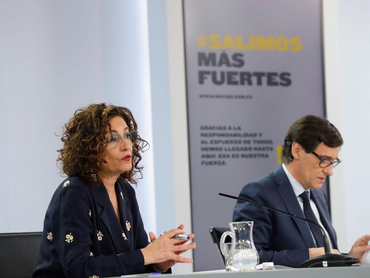 Foto: La ministra de Hacienda y portavoz del Gobierno, María Jesús Montero, y el ministro de Sanidad, Salvador Illa. (EFE)