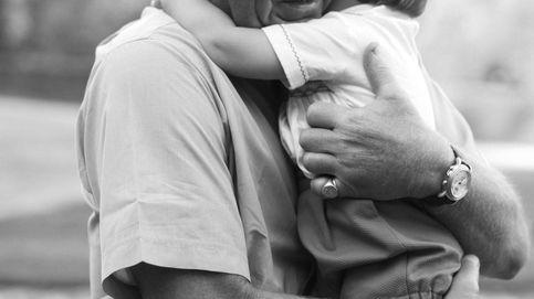 La foto del príncipe Carlos abrazando a su nieto Louis que pasará a la historia