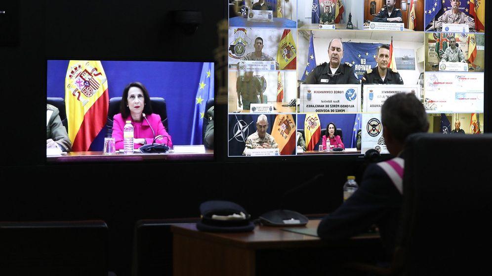 Foto: Videoconferencia de Margarita Robles con los destacamentos de las misiones internacionales de españa en el exterior. (EFE)