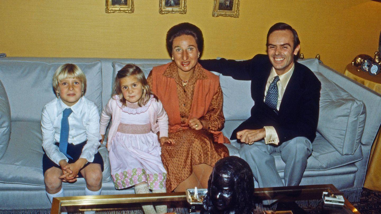 Los duques de Soria, con sus hijos. (Getty)