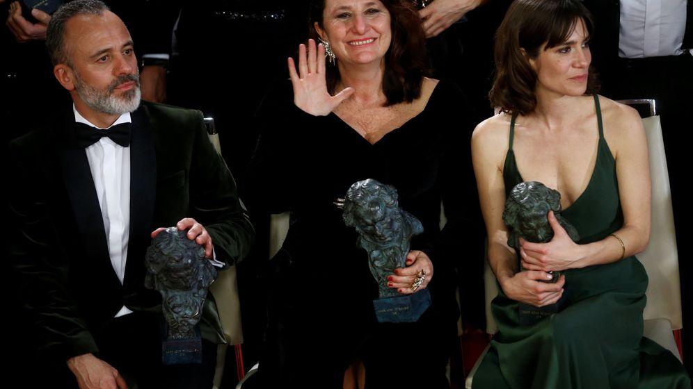 Foto: Javier Gutiérrez, Adelfa Castro y Bruna Cusi, en la gala de los Goya 2018. (Reuters)