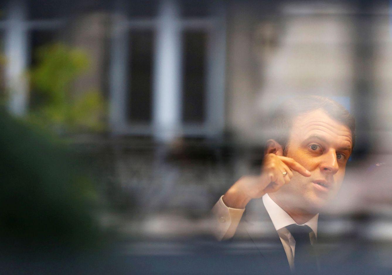 Foto: Emmanuel Macron, el candidato 'bobo' por excelencia, según Guilluy. (Regis Duvignau / Reuters)