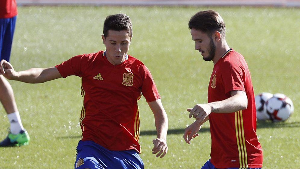Foto: Ander Herrera, junto a Saúl, durante el entrenamiento de la Selección de este martes en Las Rozas. (EFE)