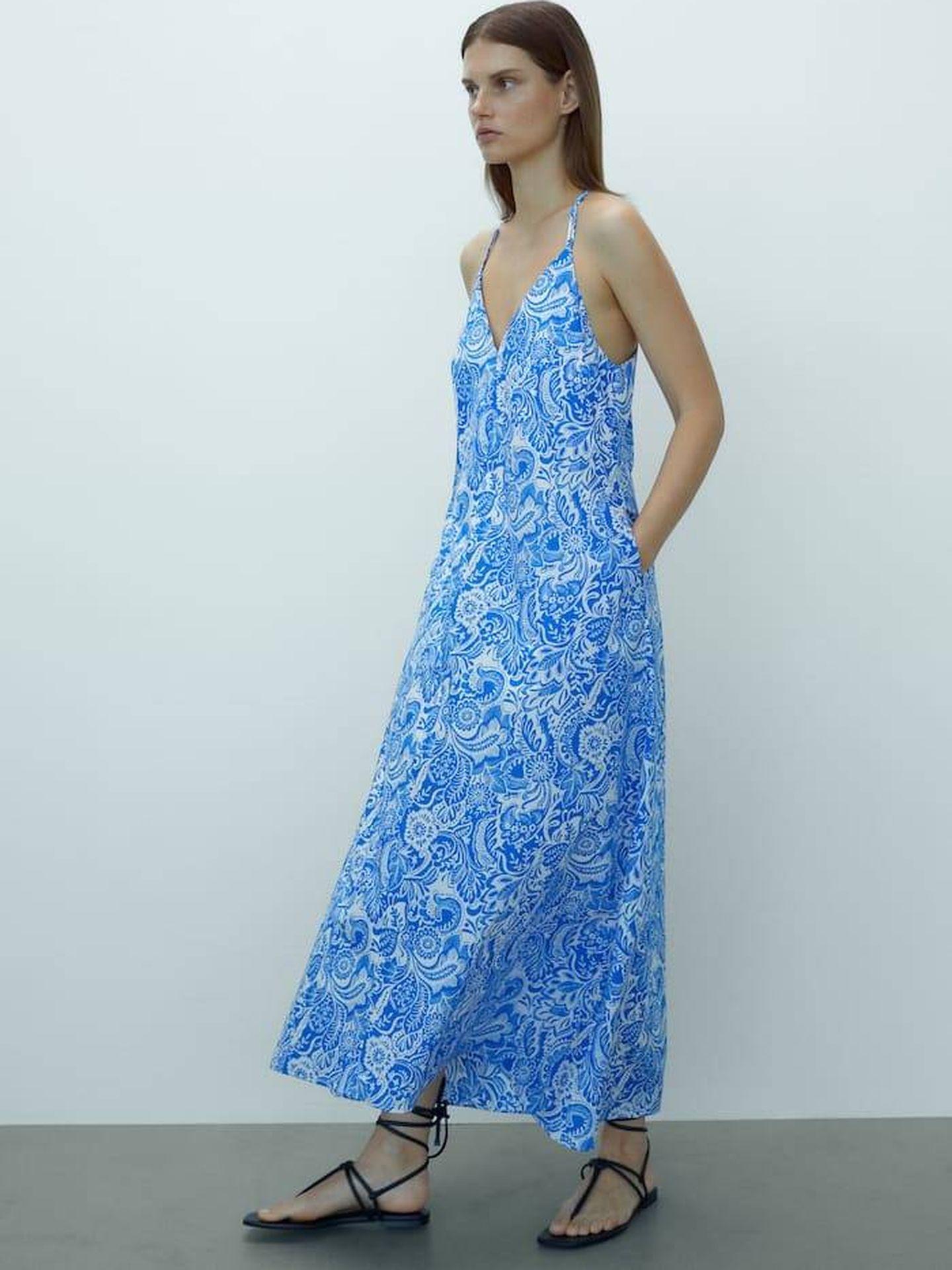 Vestido paisley de Massimo Dutti. (Cortesía)
