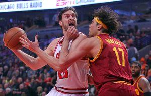 Para un Pau Gasol algo soso en su estreno en Chicago, LeBron James fue demasiado