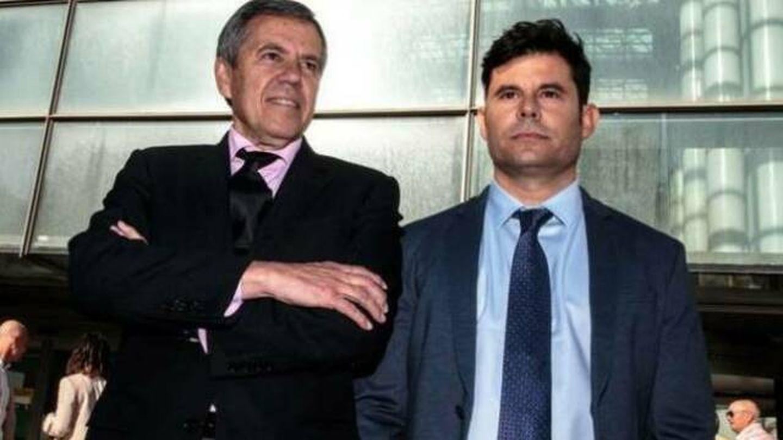 Javier Santos y su abogado Fernando Osuna. (EFE)