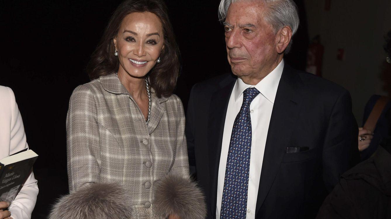 Foto: Isabel Preysler y Mario Vargas Llosa en la presentación de 'Cinco esquinas' (Gtres)