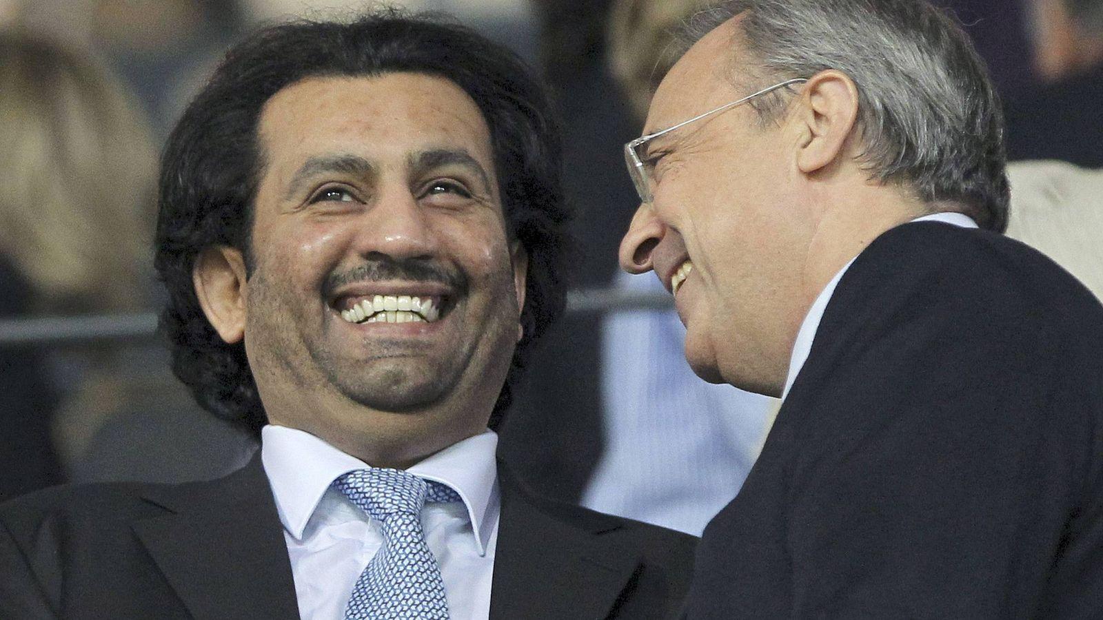 Foto: El jeque qatarí Abdullah bin Nasser Al-Thani habla con el presidente del Real Madrid, Florentino Pérez. (EFE)