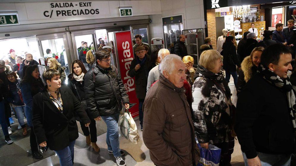Foto: Inicio de las rebajas de enero en Madrid. (EFE)