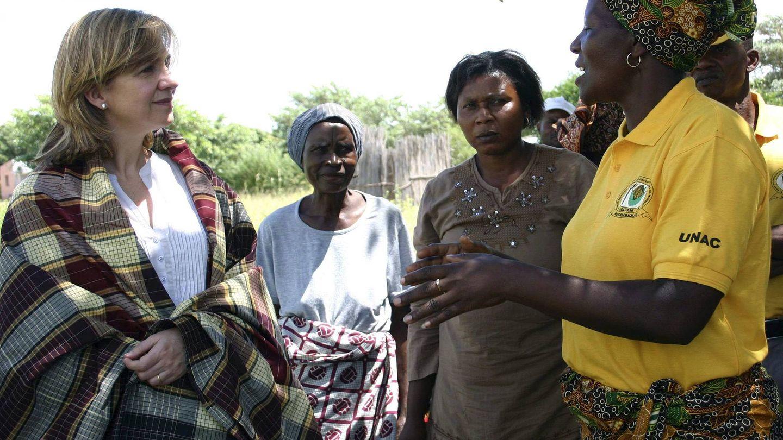 Fotografía facilitada por la Fundación La Caixa de la infanta Cristina, directora del Área Internacional de la Fundación La Caixa, en Maputo. (EFE)