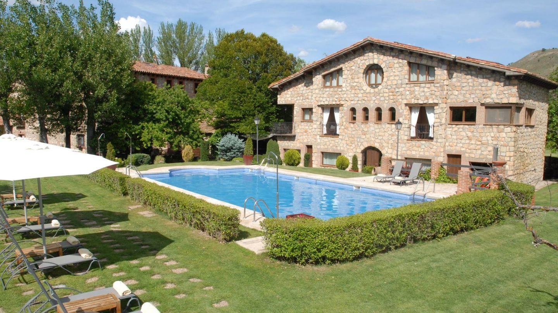 La piscina del Molino de Alcuneza, muy natural. (Cortesía)
