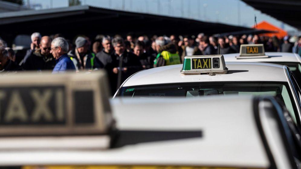 Foto: Imagen de la huelga del sector del taxi de Madrid. (EFE)