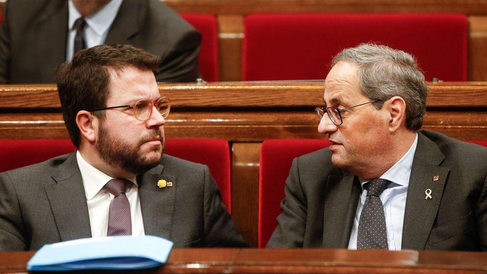 Foto: El presidente de la Generalitat, Quim Torra (d), conversa con el vicepresidente, Pere Aragonés (i). (EFE)