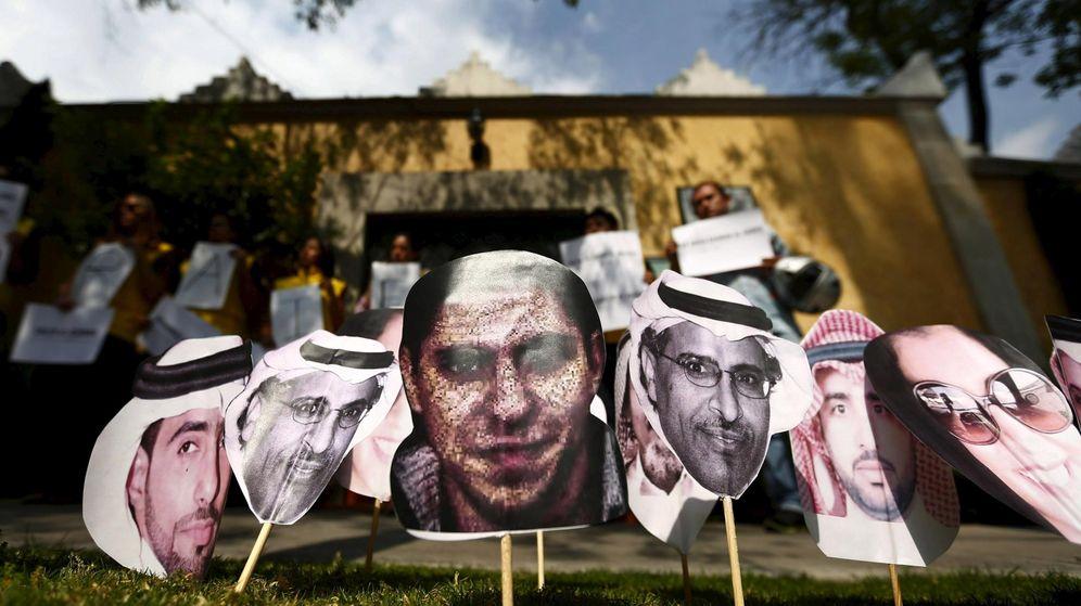 Foto: Imagen del bloguero Raif Badawi y otros presos políticos en Arabia Saudí. (Reuters)