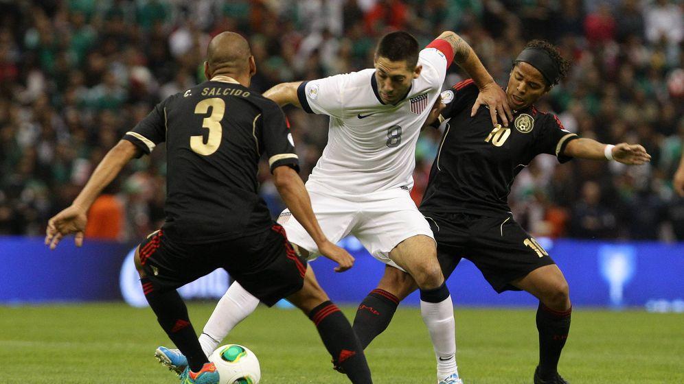 Foto: Estados Unidos vs México, mucho más que un simple partido de fútbol (Efe).