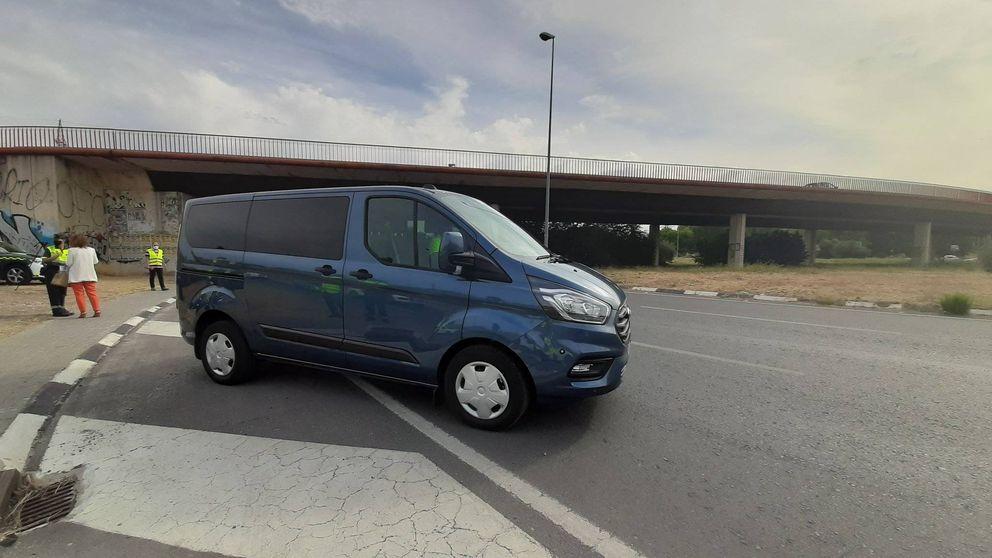 Cuidado, así son las famosas furgonetas camufladas de la DGT que pueden multarte