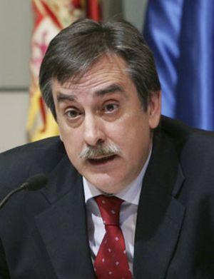 Valeriano Gómez tiene un objetivo: sentar a los sindicatos a negociar