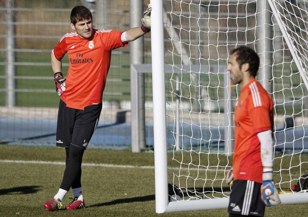 Foto: Casillas y Diego López, durante un entrenamiento del Real Madrid (EFE)