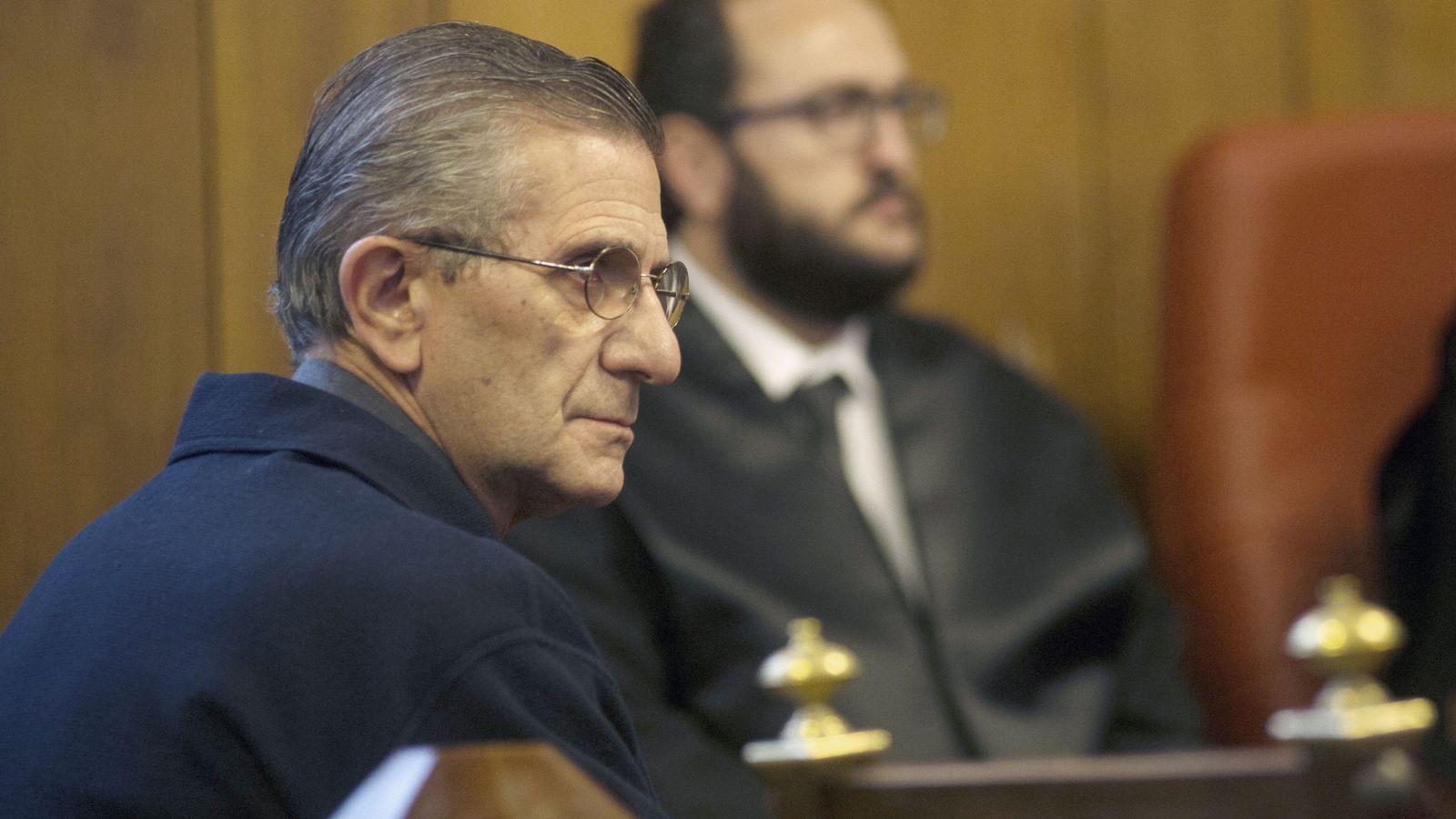 Foto: El padre Román (i), único procesado por el conocido caso Romanones. (EFE)