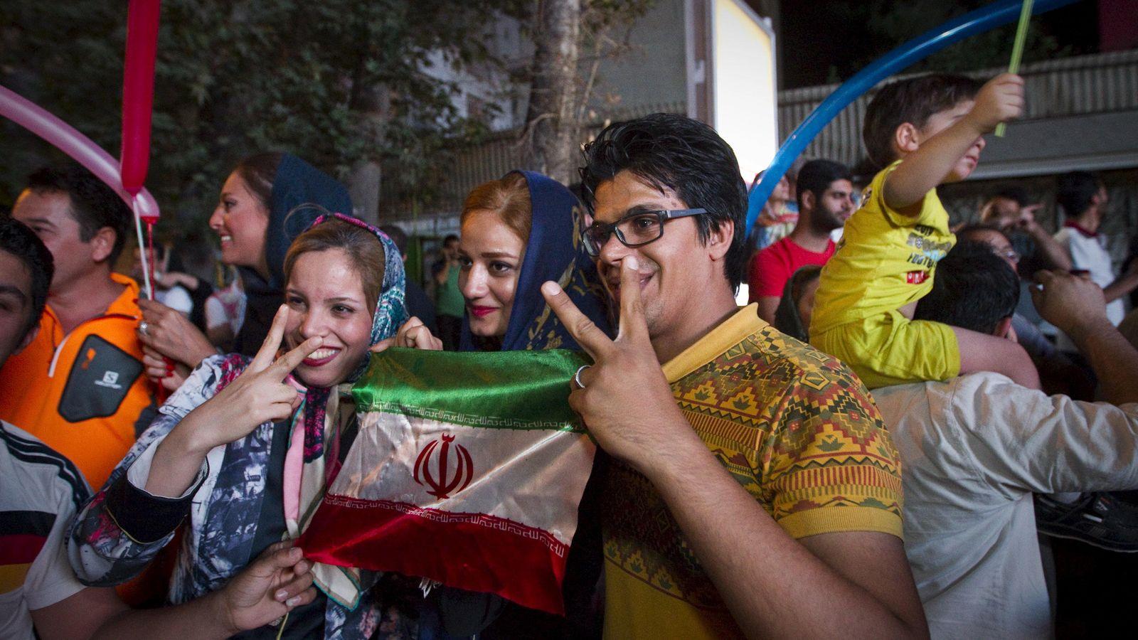 Foto: Los iraníes celebran el fin de las sanciones. (Reuters)