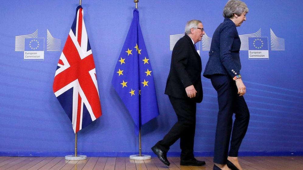 Foto: May y Juncker se reúnen en Bruselas (EFE)
