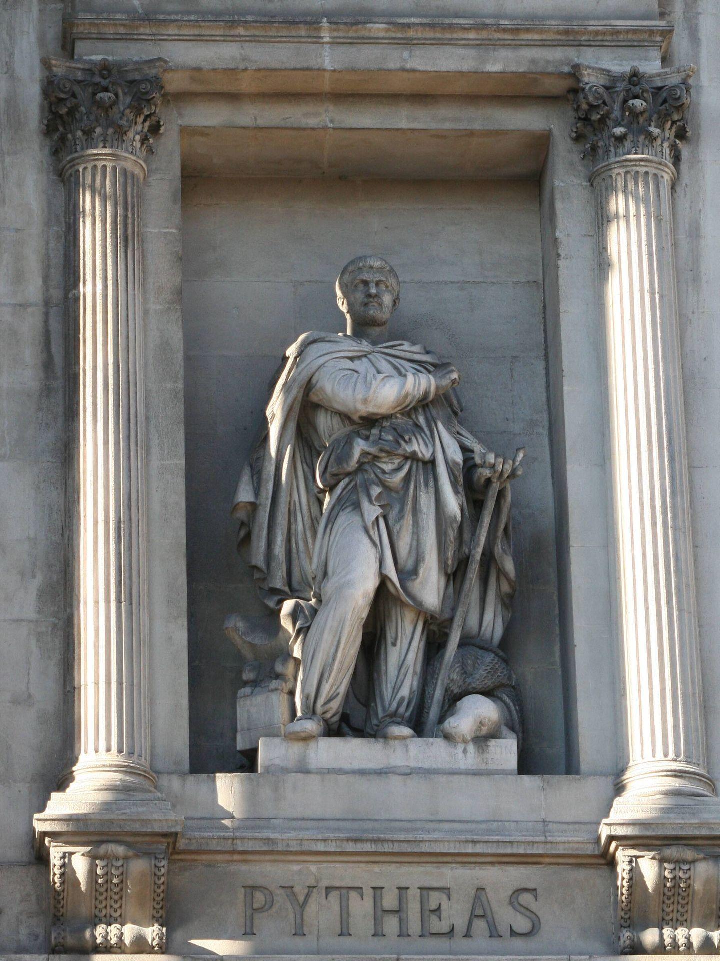Estatua de Piteas en la fachada de la Bolsa de Marsella.