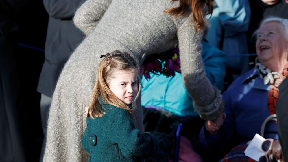 Foto: La princesa Charlotte, tras la misa de Navidad. (Reuters)