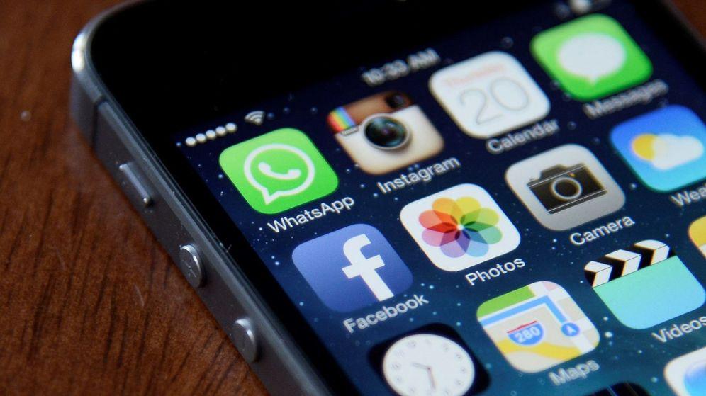 Foto: Las aplicaciones Facebook, Whatsapp e Instagram en un móvil.