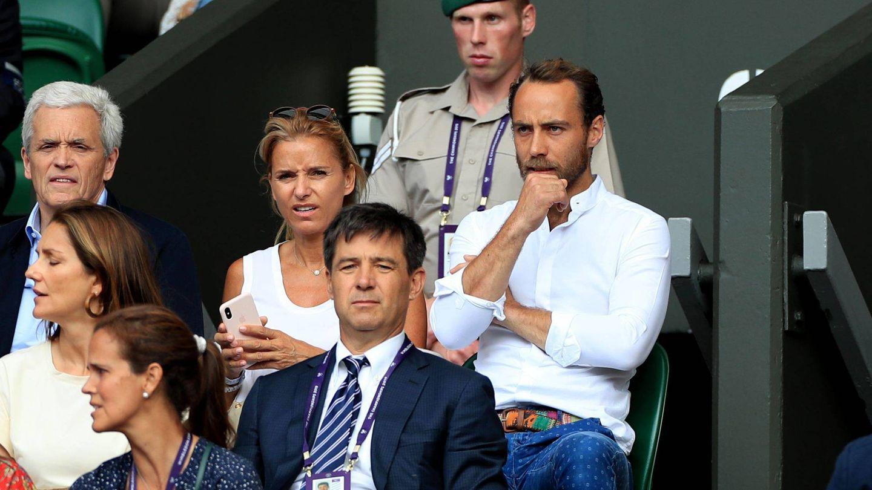 James Middleton y Alizee Thevenet,  durante un partido de Wimbledon. (Cordon Press)