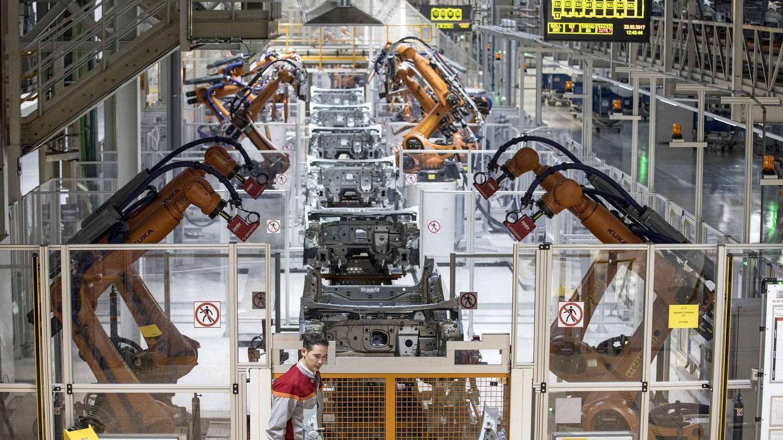 La fabricación de coches eléctricos se ve amenazada por la escasez de materiales (EFE)