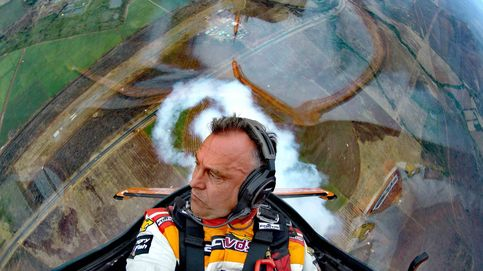 Las espectaculares maniobras de Cástor Fantoba, triple medallista mundial de vuelo acrobático