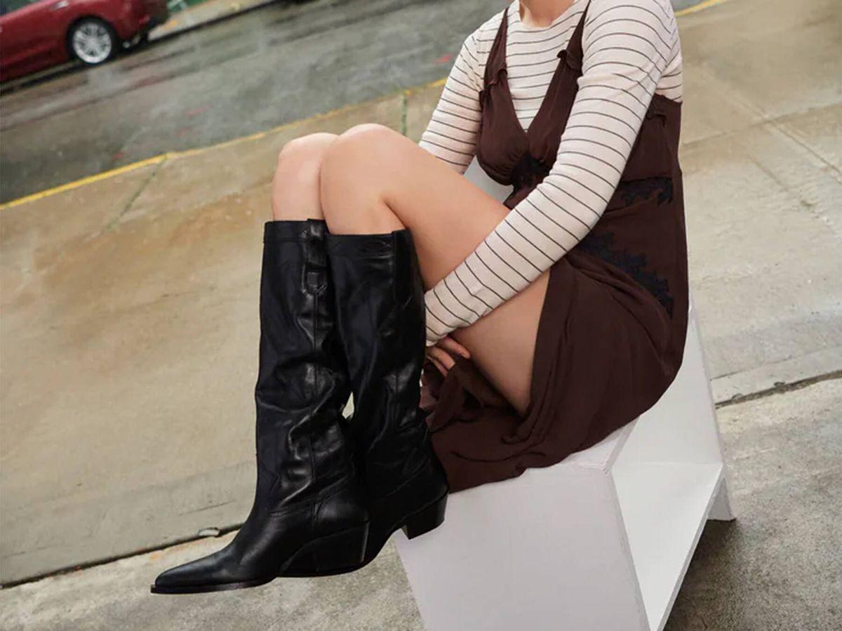 Foto: Botas camperas negras de Zara, una de las tendencias de la temporada. (Cortesía)