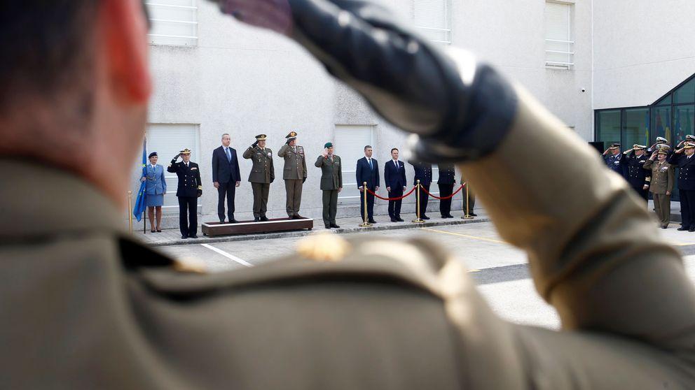 Casado incluye en su programa electoral una subida salarial para los militares