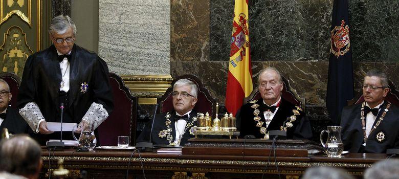 Foto: El fiscal general del Estado, Eduardo Torres-Dulce, junto al Rey, Gallardón y Moliner (Efe)
