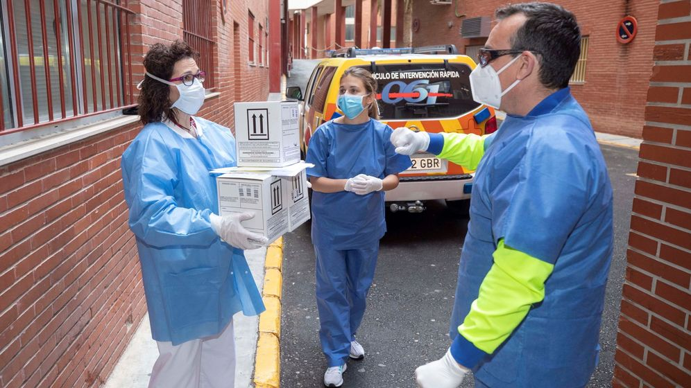 Foto: Tres enfermeros del servicio murciano de salud. (EFE)