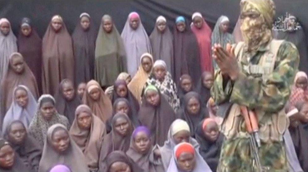 Foto: Una de las últimas imágenes de las niñas secuestradas por Boko Haram. (Reuters)