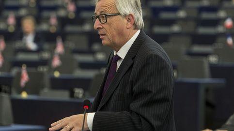 Bronca de Juncker a los eurodiputados por hacer pellas: El Parlamento es ridículo