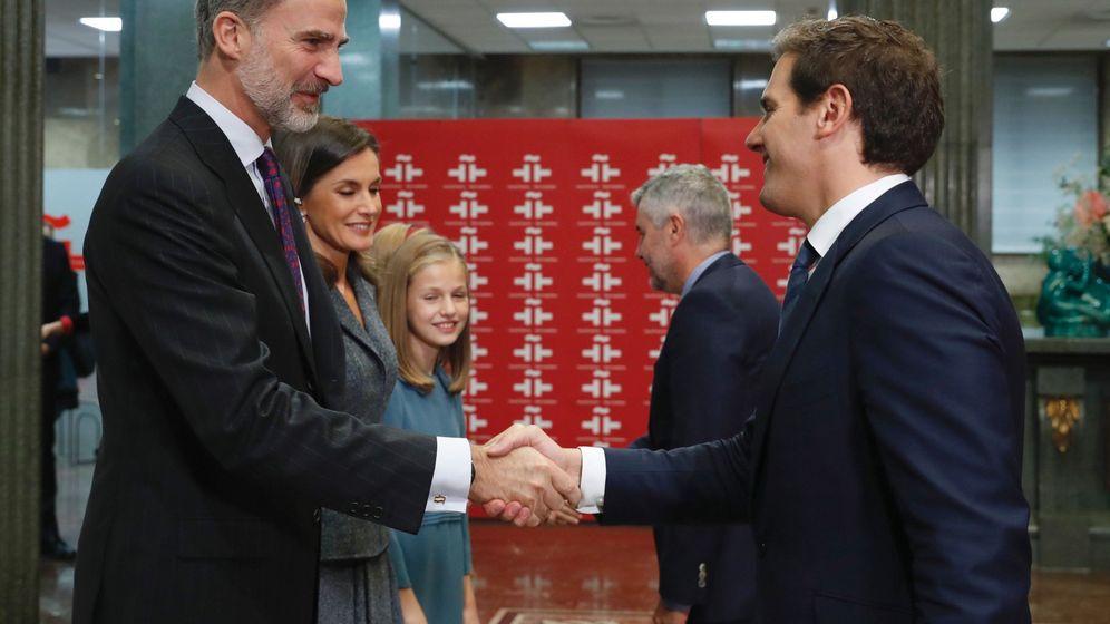 Foto: El Rey saluda a Rivera durante uno de los actos del 40 aniversario de la Constitución. (EFE)