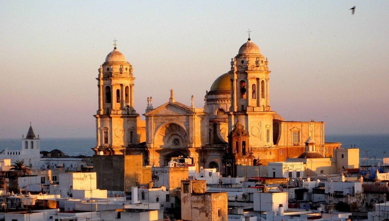 El sol se pone sobre la catedral. (Foto: José Montero)
