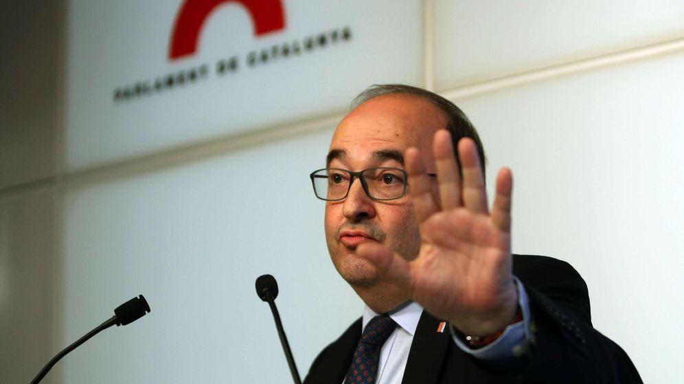 Foto: El líder del PSC, Miquel Iceta, durante la rueda de prensa que ofreció ayer en el Parlament. (EFE)