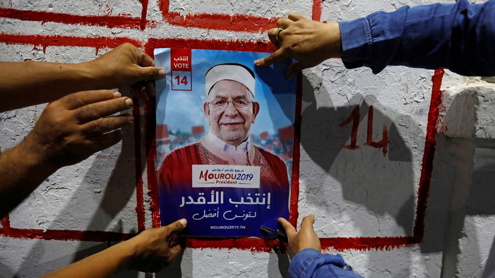 Foto: Cartel electoral del candidato islamista Abdelfattah Morou. (Reuters)