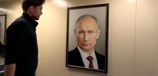 Post de Cuelga un retrato de Putin en el ascensor y graba las reacciones de los vecinos