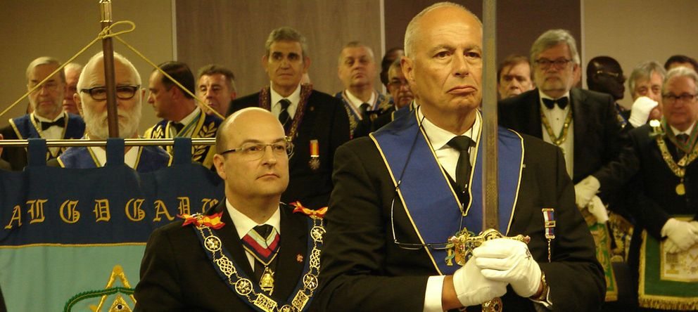 Foto: Óscar de Alfonso (izq.), Gran Maestre de la GLE. (Logia Germanies)