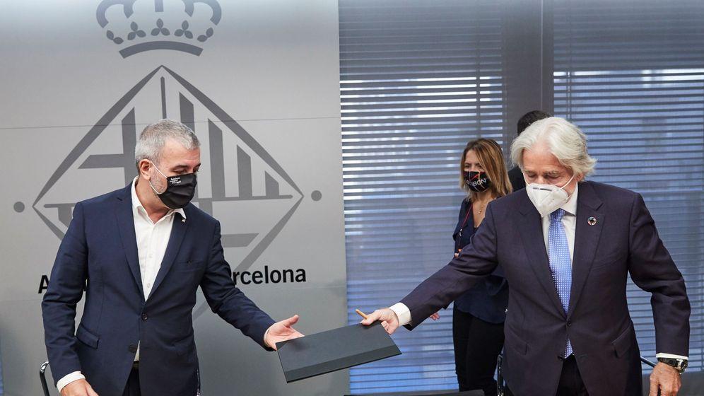 Foto: El primer teniente de alcaldía, Jaume Collboni (i), que ha presidido el acto de firma del Pacto por la Movilidad Laboral junto a Josep Sánchez Llibre , presidente de Fomento del Trabajo (d). (EFE)