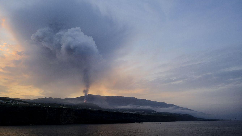 Directo | Un río de lava de tipo hawaiano arrasa 589 viviendas y está a un km del mar