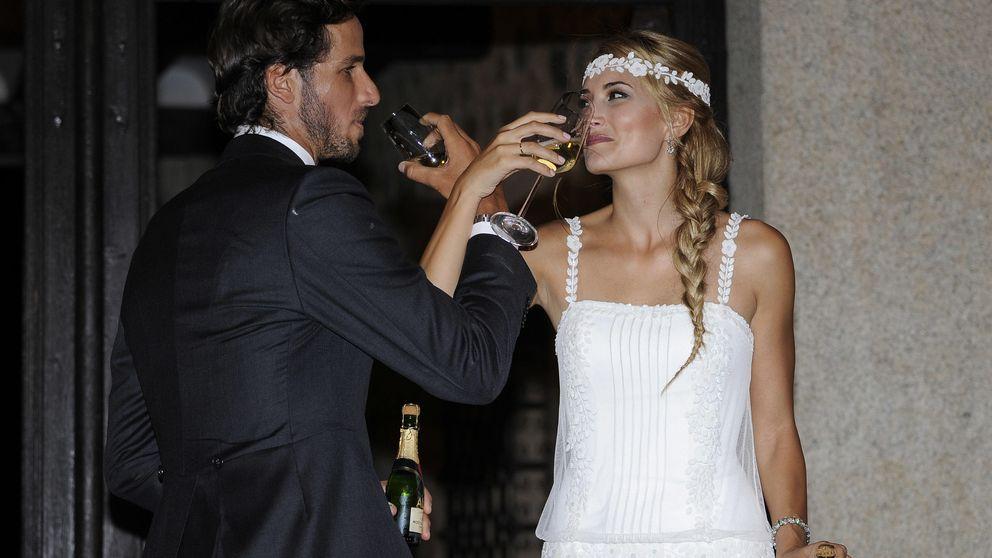 bodas de famosos: la historia de los tres vestidos de novia en la