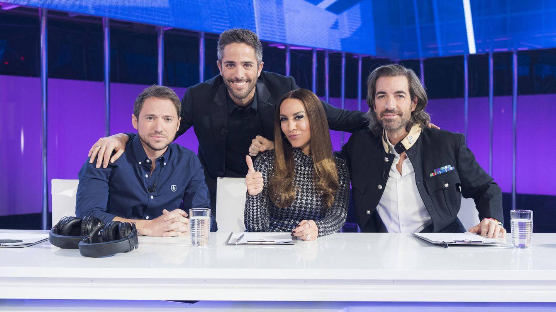 Roberto Leal, con el jurado habitual de 'OT 2017'. (TVE)