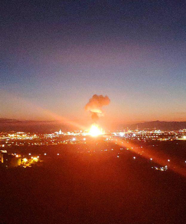 Foto: Explosión en una planta petroquímica en Tarragona.